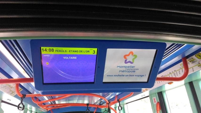 Poster on the tram of: Vous souhaite un bon voyage